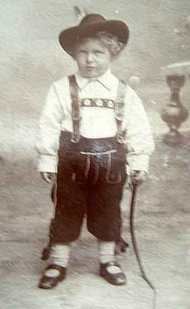 portrait as child in Lederhosen